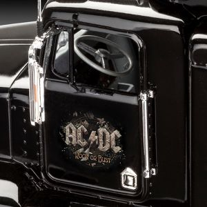 Kit de Montar AC/DC Tour Truck Rock or Bust 1:32 Revell